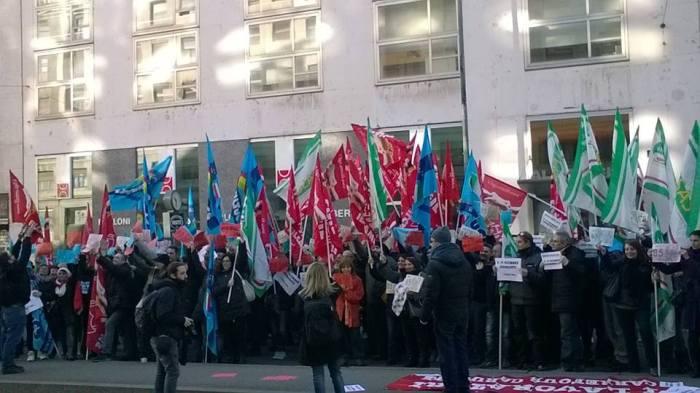 Il presidio di venerdì 27 novembre a Milano.